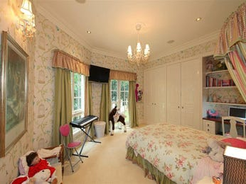 Children's room bedroom design idea with carpet & built-in wardrobe using cream colours - Bedroom photo 837794