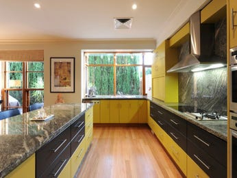 Hardwood in a kitchen design from an Australian home - Kitchen Photo 1170678