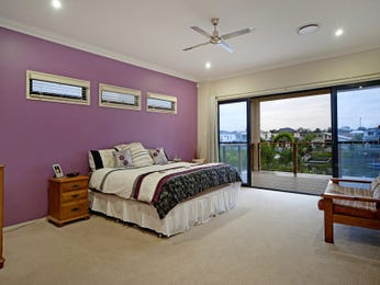 Classic bedroom design idea with carpet & balcony using cream colours - Bedroom photo 558424
