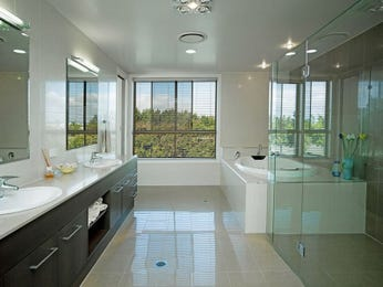 Modern bathroom design with corner bath using frameless glass - Bathroom Photo 1596500