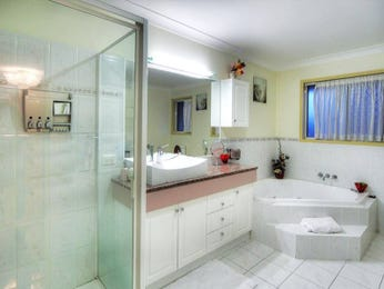 Modern bathroom design with corner bath using frosted glass - Bathroom Photo 1525677