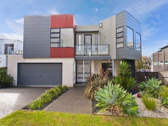 Concrete modern house exterior with balcony & landscaped garden - House Facade photo 1527345