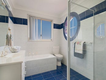 Glass in a bathroom design from an Australian home - Bathroom Photo 1419245