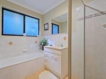 Classic bathroom design with recessed bath using ceramic - Bathroom Photo 782831