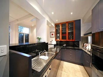 Modern u-shaped kitchen design using marble - Kitchen Photo 1321698