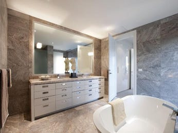Modern bathroom design with twin basins using glass - Bathroom Photo 1011598