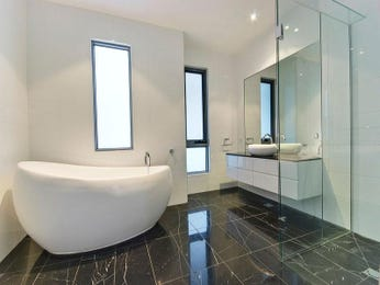 Modern bathroom design with freestanding bath using ceramic - Bathroom Photo 861960