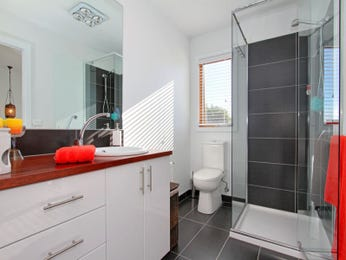 Slate in a bathroom design from an Australian home - Bathroom Photo 1427163
