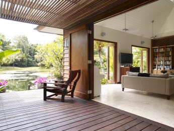 Indoor-outdoor outdoor living design with deck & outdoor furniture setting using timber - Outdoor Living Photo 684329