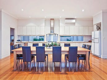 Modern open plan kitchen design using floorboards - Kitchen Photo 8983029