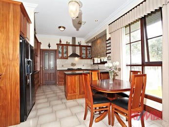 Retro u-shaped kitchen design using tiles - Kitchen Photo 1341999