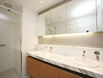 Modern bathroom design with twin basins using frameless glass - Bathroom Photo 1047712