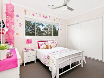 Children's room bedroom design idea with carpet & built-in wardrobe using pink colours - Bedroom photo 1162283