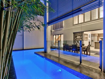 Photo of a geometric pool from a real Australian home - Pool photo 1429771