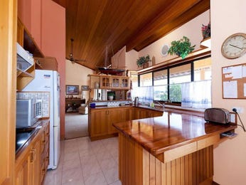 Hardwood in a kitchen design from an Australian home - Kitchen Photo 1576734