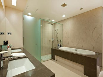 Modern bathroom design with freestanding bath using ceramic - Bathroom Photo 942071