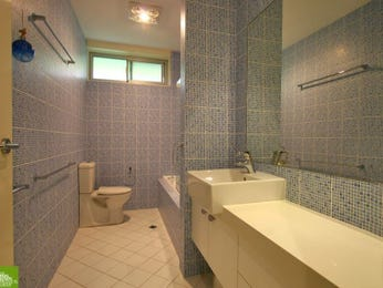 Modern bathroom design with recessed bath using ceramic - Bathroom Photo 1301530