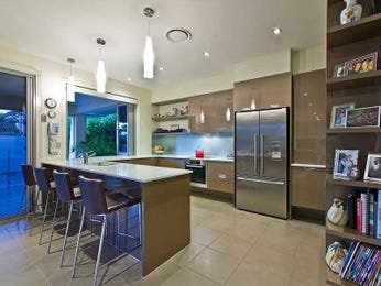Modern u-shaped kitchen design using stainless steel - Kitchen Photo 1547565