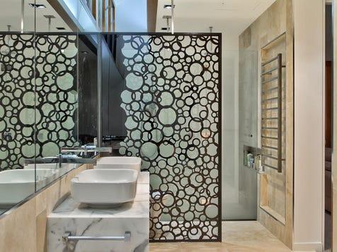 Toilet screen divider