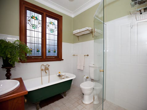 View the classic queenslander photo collection on home ideas for Queenslander bathroom designs