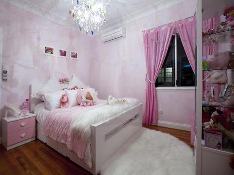 Little girs room
