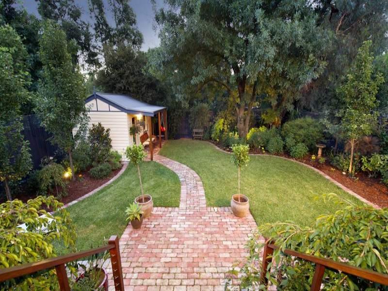 Low Maintenance Garden Design Using Brick With Bbq Area