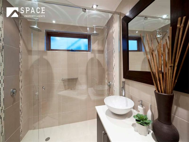Decorating ideas for your home browse home decor photos - Seven tips to save space in a small bathroom ...