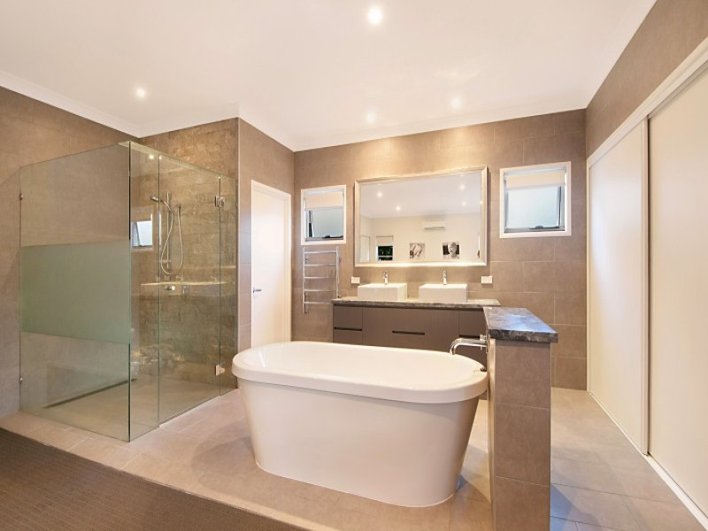 Modern bathroom design with freestanding bath using for Modern ensuite designs