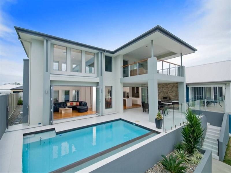 Modern pool design using tiles with verandah latticework for Pool veranda designs
