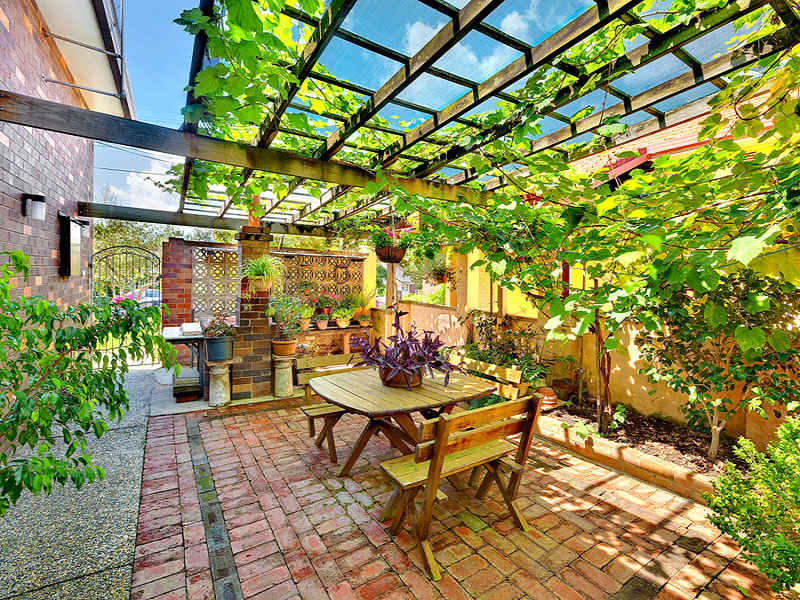 Photo of a landscaped garden design from a real australian for Courtyard landscaping australia