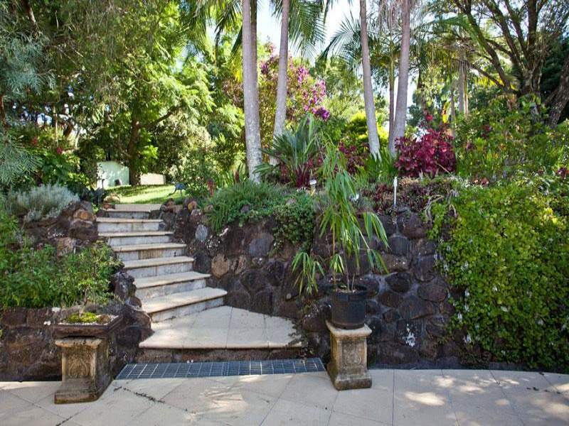 landscaped garden design using pavers with retaining wall  u0026 hedging