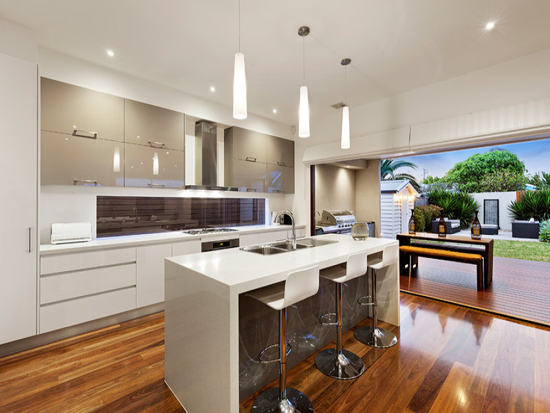 Pendant lighting in a kitchen design from an australian for Kitchen designs 2017 australia