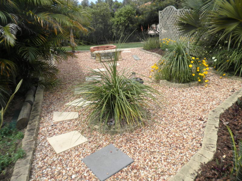 Landscaped garden design using pebbles with vegetable for Garden design ideas using pebbles
