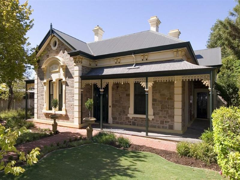 Bluestone colonial house exterior with verandah for Bluestone homes