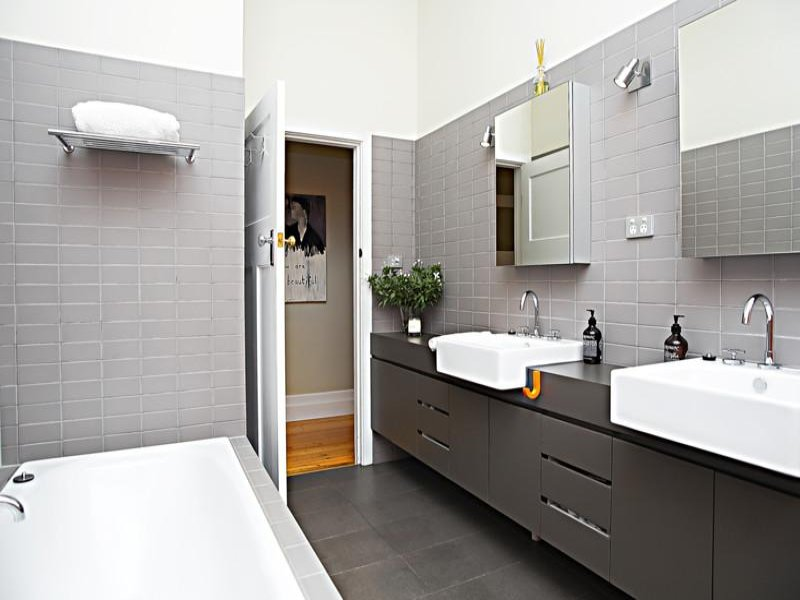 Modern bathroom design with recessed bath using tiles for Bathroom designs contemporary