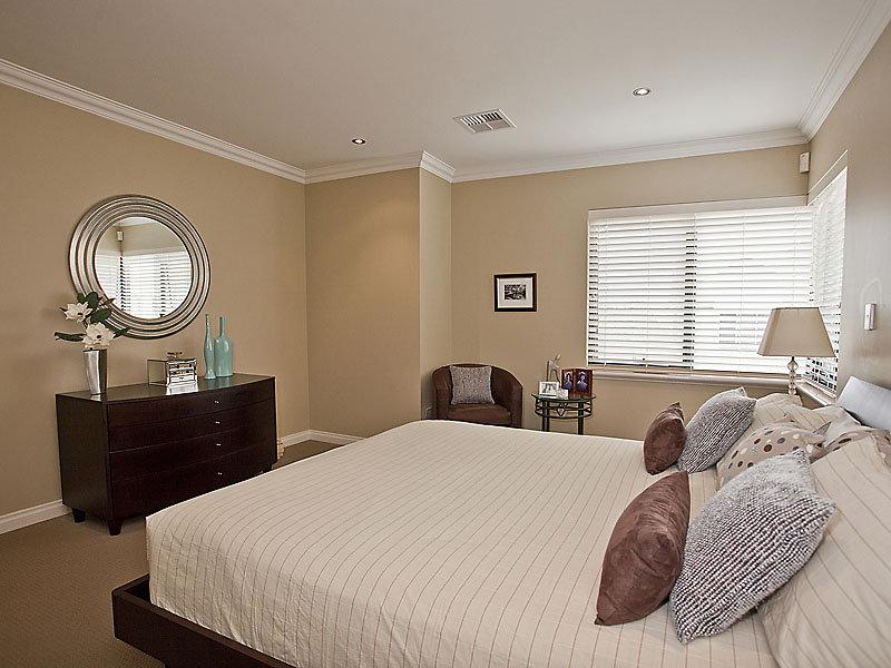 Modern Bedroom Design Idea With Carpet Window Seat Using