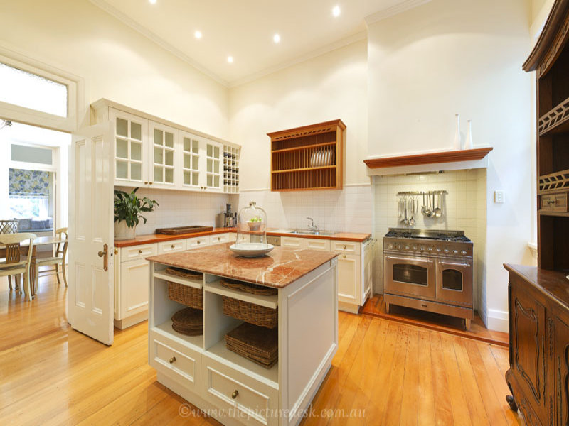 Country Kitchen With Island Bench