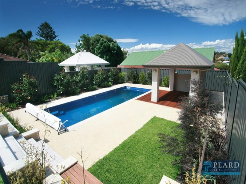 Landscaped pool design using grass with pool fence & shade sail - Pool photo 251484