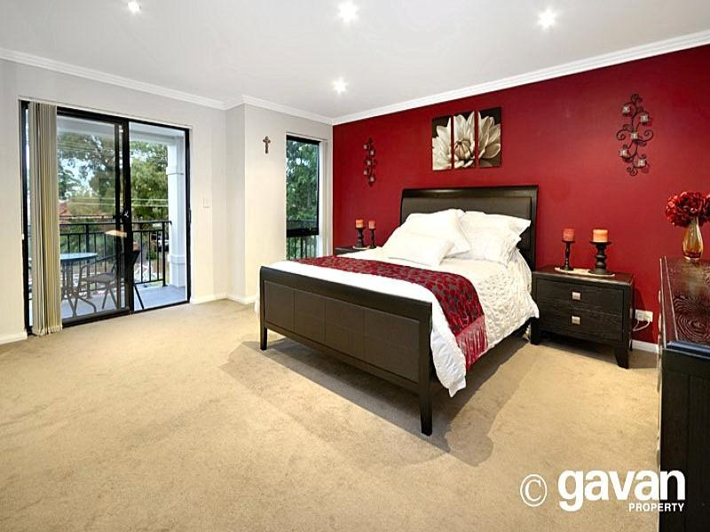 Modern bedroom design idea with carpet sliding doors for Bedroom ideas red carpet