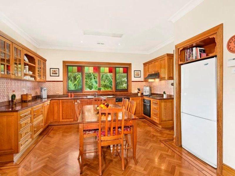 Country u shaped kitchen design using glass kitchen for Country kitchen design ideas 4 homes
