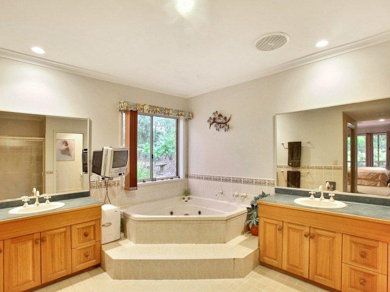 slate in a bathroom design from an australian home bathroom photo 1316924 - Australian Bathroom Designs