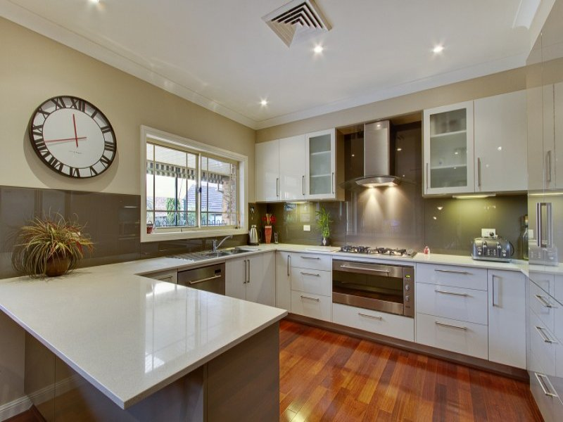 Modern U shaped Kitchen Design Using Hardwood