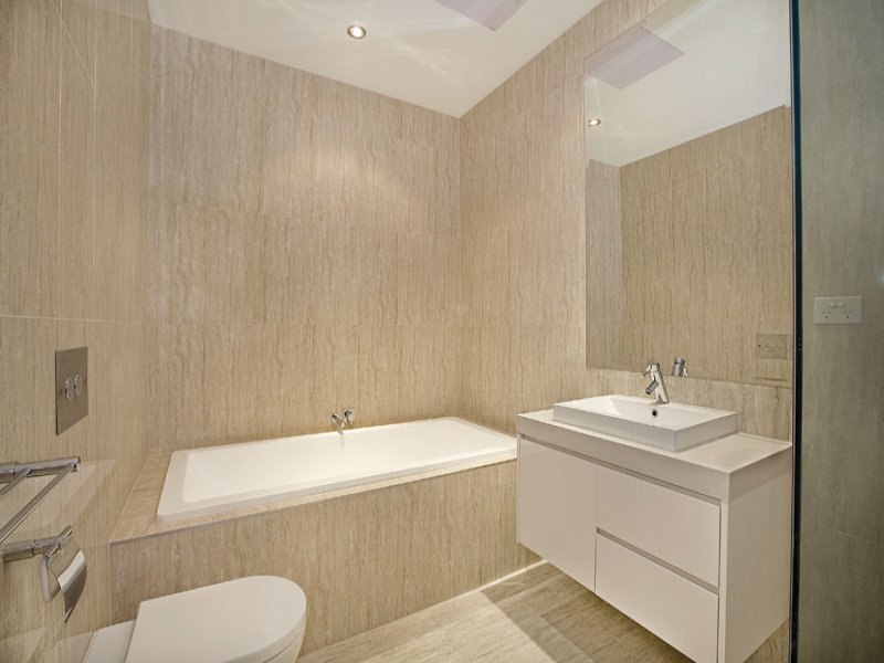 Granite in a bathroom design from an australian home for Main bathroom designs