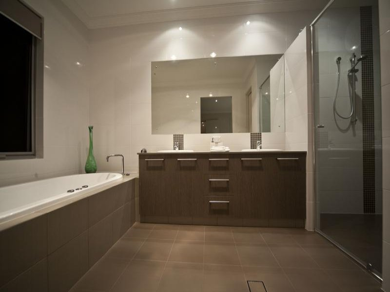modern bathroom design with recessed bath using ceramic bathroom