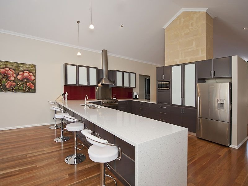 Modern L shaped Kitchen Design Using Laminate