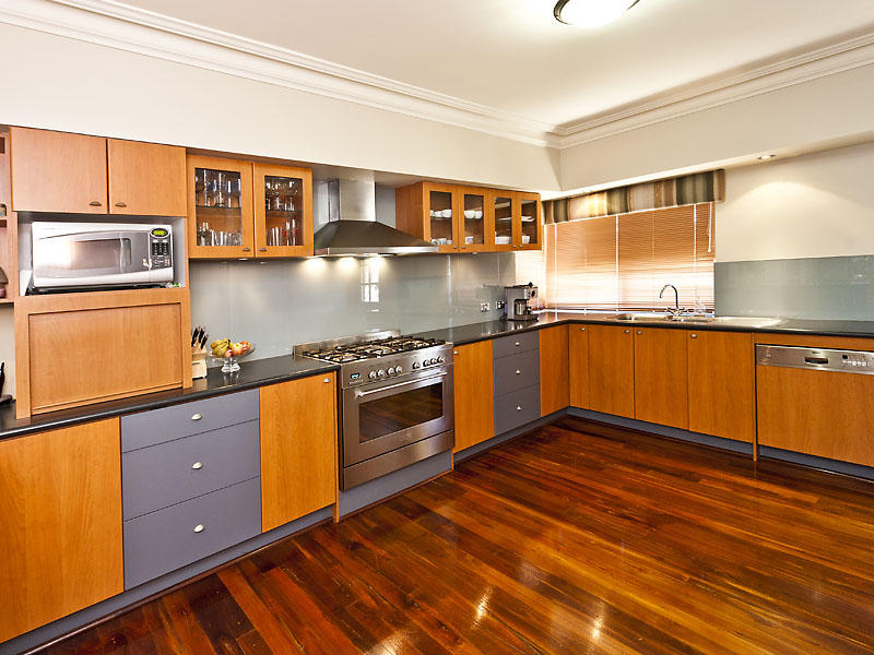 Modern L shaped Kitchen Design Using Hardwood