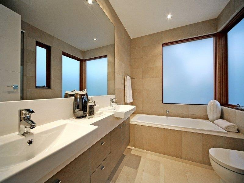 Modern bathroom design with recessed bath using frosted for Main bathroom ideas