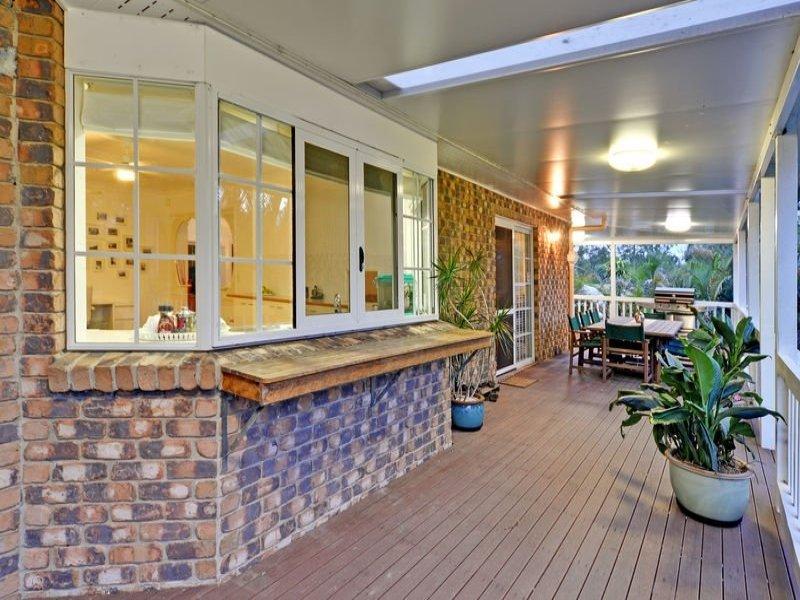 Enclosed Outdoor Living Design With Verandah amp