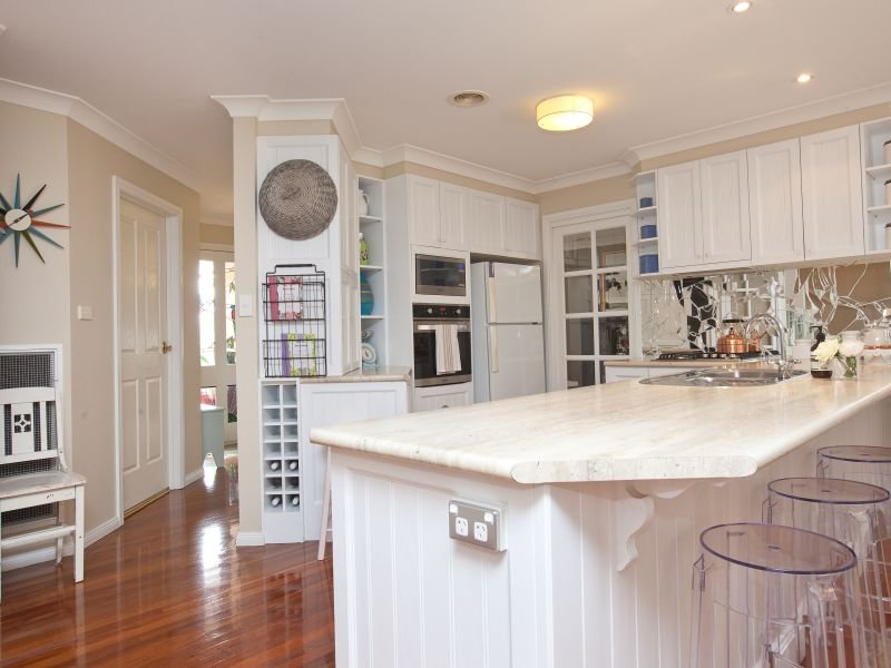 Country u shaped kitchen design using floorboards for Australian country kitchen designs