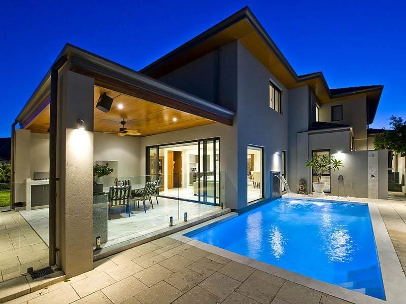 Geometric Pool Design Using Tiles With Glass Balustrade